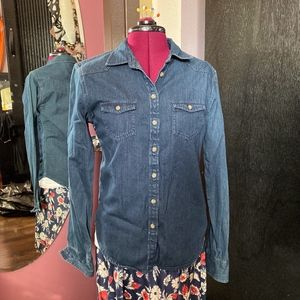 American Eagle Outfitter Denim Button Up Shirt M